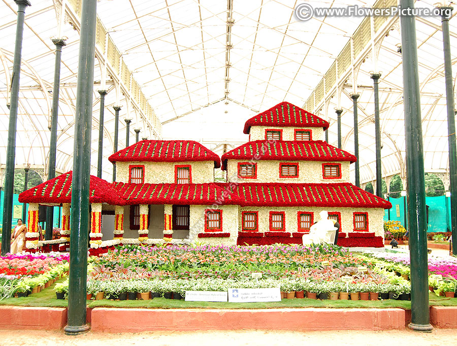 Ooty flower show 2017-floral replica of mahabalipuram